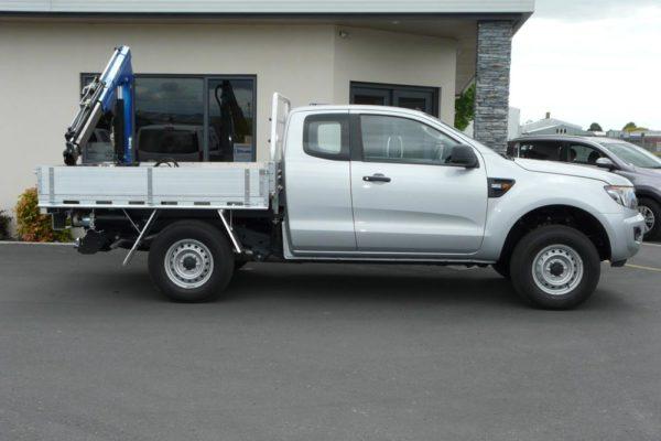 Crane fitted to Utewox Flatdeck 1