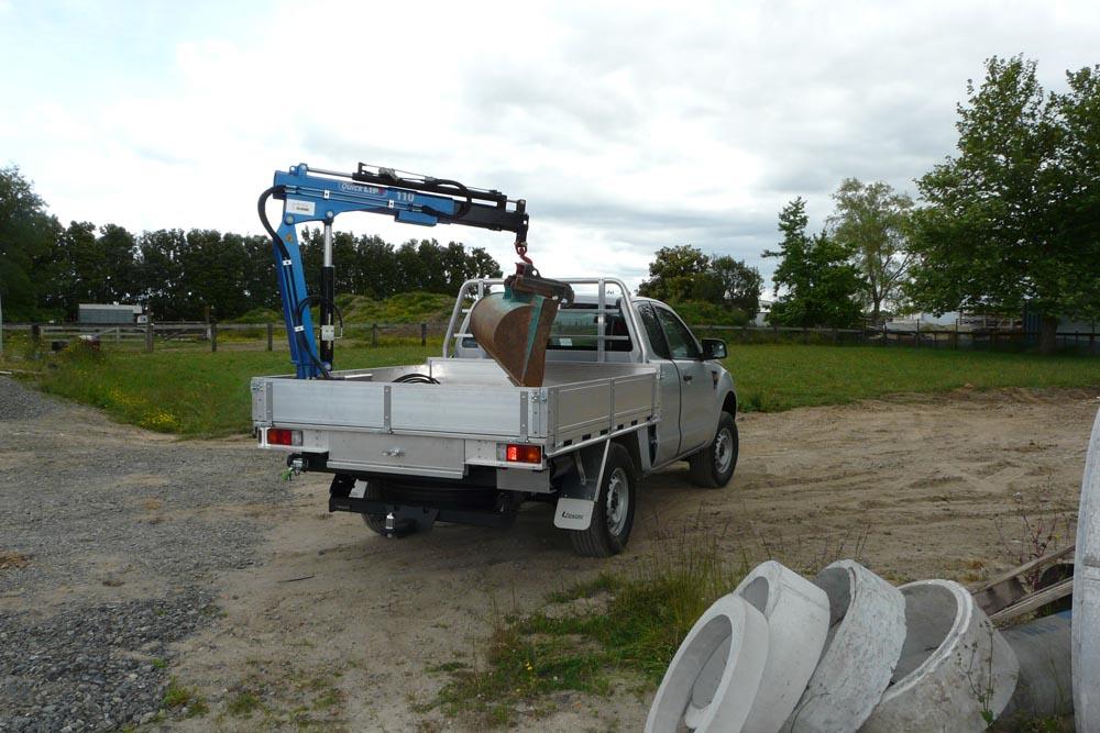 Crane fitted to Utewox Flatdeck 2