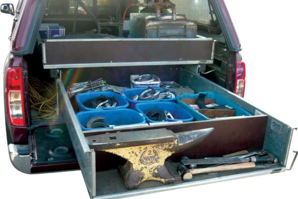 Farriers ute with Rolaworx double drawer system