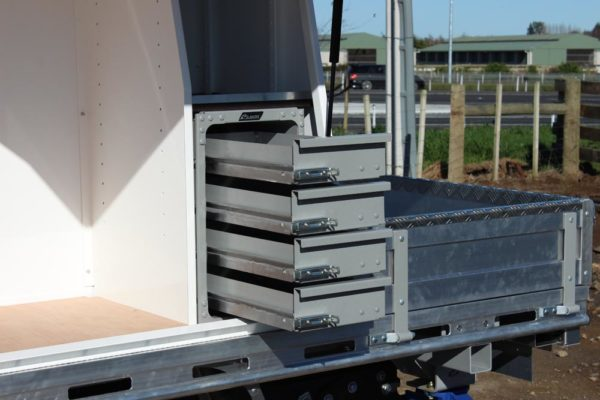 Pair of Gullwing tool boxes with toolbox compartment and Rolaworx slamlock 4