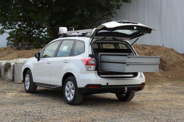 SUV with aluminium Rolaworx drawers
